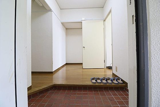 中古マンション-多摩市豊ヶ丘2丁目 広々とした玄関スペース