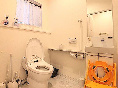 中古一戸建て-岡崎市真伝吉祥2丁目 ゆとりのスペースがある清潔感のあるトイレ♪洗面台があるのが嬉しいですね!