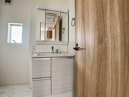 新築一戸建て-名古屋市守山区瀬古1丁目 明るい洗面台です。