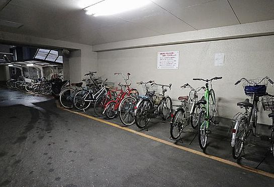 マンション(建物一部)-大阪市西区南堀江1丁目 屋根のある駐輪スペースあり