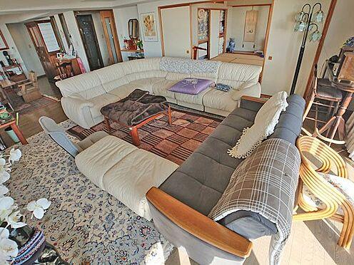 中古マンション-賀茂郡東伊豆町奈良本 大型のソファセットもこの広さだからこそ、似合いますね。