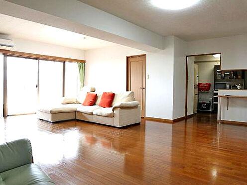 中古マンション-伊東市富戸 ≪LDK≫ 南東向きの為、陽当たり良好で明るい室内。