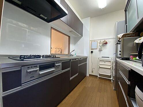 中古マンション-名古屋市名東区植園町1丁目 カウンターキッチンでリビングの様子を見守りながらお料理ができます。