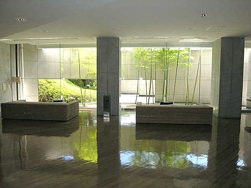中古マンション-伊東市鎌田 リゾート感のあるエントランスホールです。