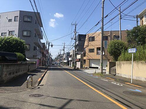 マンション(建物全部)-世田谷区中町4丁目 接道の前面道路の様子です