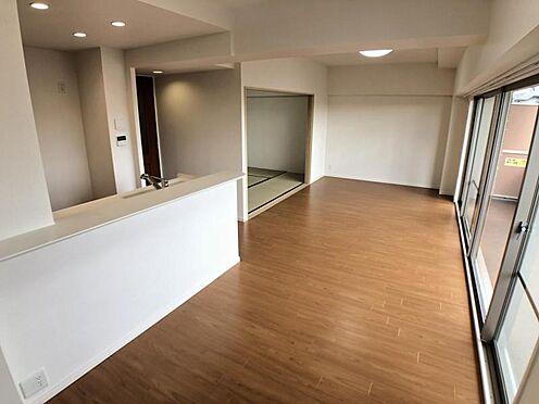 区分マンション-名古屋市西区南堀越1丁目 室内にいても、たっぷりの陽光と爽やかな風を感じて頂ける、開放感あふれるリビングです。 ご家族と穏やかに過ごす、心地の良い時間が流れます。
