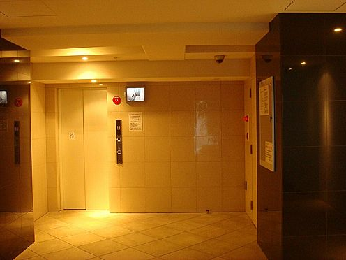 マンション(建物一部)-大阪市北区西天満6丁目 暖かみのあるロビー