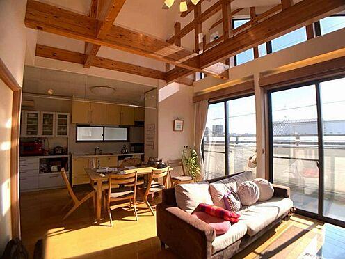 中古一戸建て-名古屋市西区宝地町 天井が高く、広々とした空間のリビング