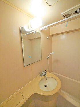 一棟マンション-北九州市小倉北区下到津4丁目 お風呂内、洗面、床にそれぞれ排水口があるため、一気に洗剤で洗って流せば簡単に掃除できます。