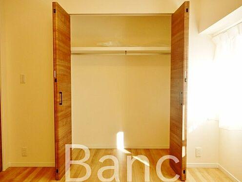 中古マンション-江東区辰巳1丁目 お洋服やお荷物等が収納できるクローゼットです。