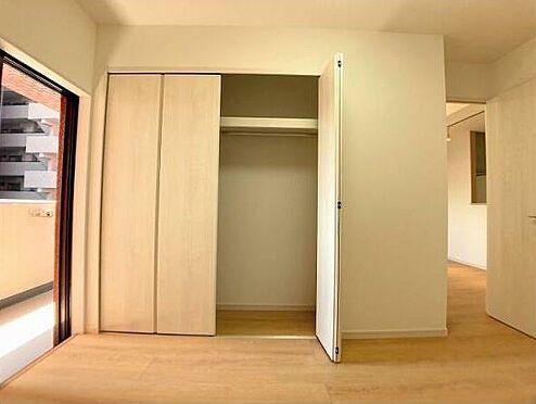 区分マンション-久留米市諏訪野町 「洋室6帖」クローゼットや扉などの建具も一新しました。