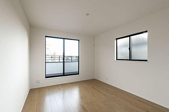 戸建賃貸-名古屋市緑区鳴丘2丁目 光が十分入るように計算された窓(同仕様)