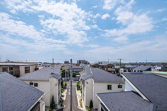 アパート-浦安市富士見2丁目 4階の廊下からテーマパークのお城が見えます。