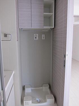 マンション(建物一部)-千代田区神田三崎町3丁目 洗濯機置き場上の収納も充実。