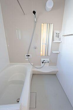 戸建賃貸-北葛城郡広陵町大字三吉 半身浴もゆっくり楽しめる1坪の広々浴室。お子様と一緒のバスタイムも楽しめますね。(同仕様)