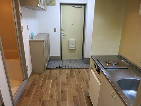 中古マンション-熱海市西熱海町2丁目 玄関部分にゆとりがあり室内全体が広くも感じます。