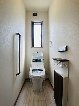 中古一戸建て-安城市東町獅子塚 1階トイレ。便利な温水洗浄便座できれいさっぱり