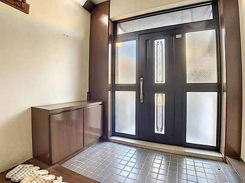 中古一戸建て-名古屋市守山区川西1丁目 とても広々とした玄関。 ベビーカー等そのまま置けそうですね。