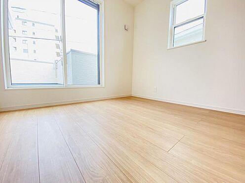 戸建賃貸-春日井市上条町2丁目 バルコニーに面した4.5帖洋室 明るい陽差しがたっぷり差し込みます!