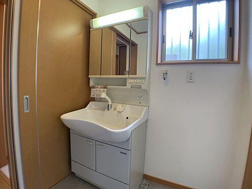 戸建賃貸-刈谷市一ツ木町清水田 洗面所、浴室は1階にございます。窓があるので換気対策もばっちりです。