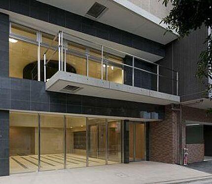 マンション(建物一部)-大阪市東淀川区東中島1丁目 吹き抜けとガラス張りで存在感のあるエントランス