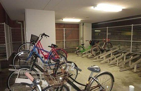 区分マンション-大阪市中央区島之内1丁目 雨の日も安心の屋内駐輪場