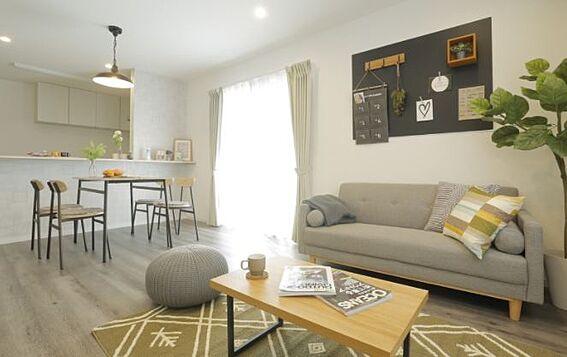 戸建賃貸-岡崎市上里2丁目 リビング【施工例】仕事に家事に忙しい毎日だからこそ、家事のしやすい動線が重要です。
