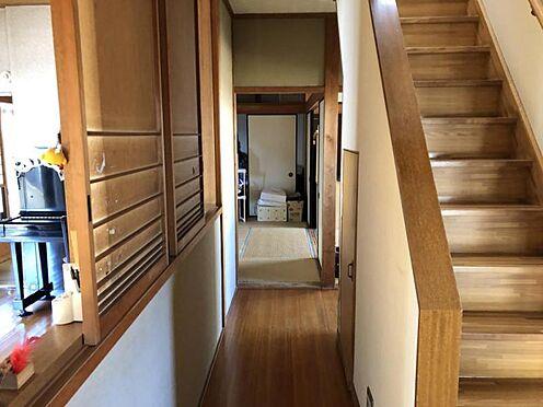 戸建賃貸-知多郡武豊町字山ノ神 南側の窓から差し込む光で廊下も明るい!