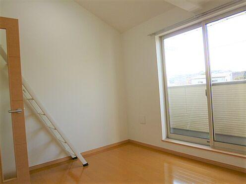 アパート-横浜市神奈川区入江1丁目 明るい室内は若者から女性入居者まで幅広い世代の方におすすめです。