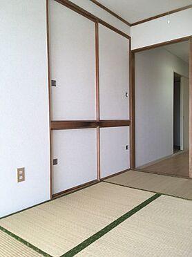マンション(建物一部)-札幌市豊平区平岸二条18丁目 畳の上でゆっくりとくつろげる和室です