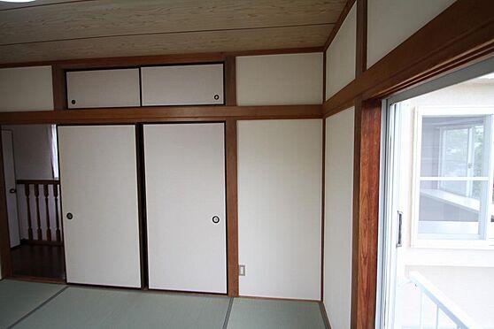 戸建賃貸-熊谷市江南中央3丁目 2階和室の付襖と天袋です、色々なものが入りそうです。貼替済です。