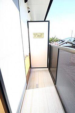 アパート-水戸市住吉町 隣室との仕切りも大きく安心のバルコニーです