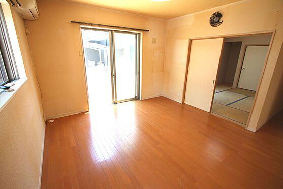 戸建賃貸-磯城郡三宅町大字伴堂 LDKは南向きの明るい室内。晴れた日のお昼間なら照明をつけず過ごせます。