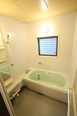 中古一戸建て-橿原市菖蒲町3丁目 1坪サイズのゆったりした浴室で足を伸ばしておくつろぎ下さい。窓があり換気は問題ありません。