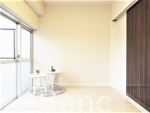 中古マンション-港区赤坂1丁目 ルーフバルコニーから日差しが差し込む明るいお部屋です。