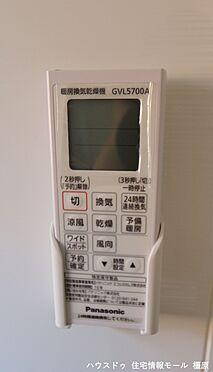 戸建賃貸-磯城郡田原本町大字八尾 雨の日のお洗濯に役立つ浴室乾燥機。浴室のカビ予防にも活躍します。(同仕様)