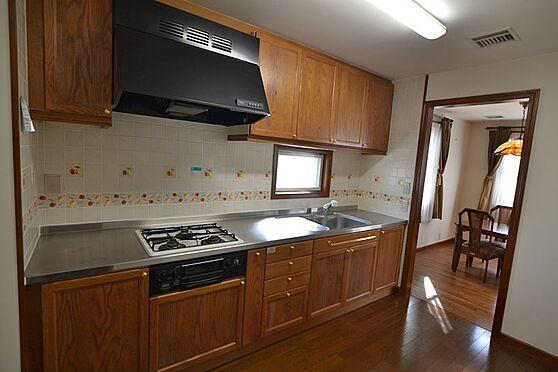 中古一戸建て-稲城市長峰2丁目 1Fワイドなキチンは調理スペースが2か所あり調理に役立ちます。
