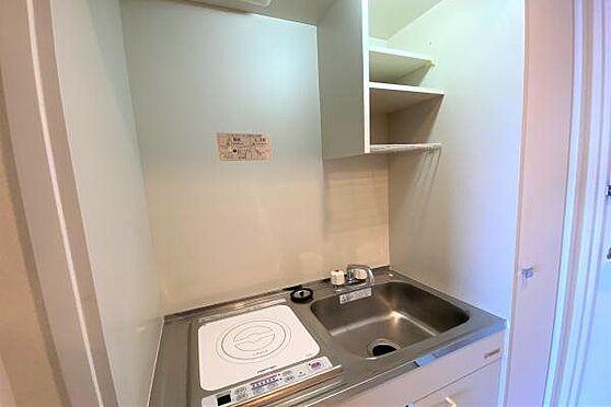 リゾートマンション-熱海市上多賀 キッチン:コンパクトなキッチン。IHコンロが1口ございます。簡単な料理などはここでできます。