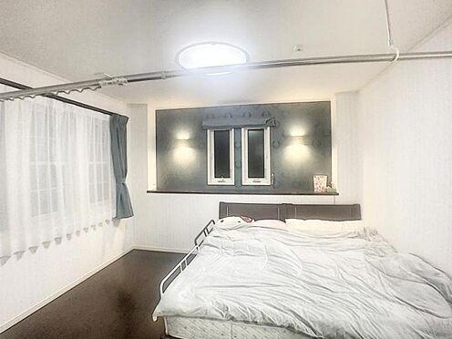 戸建賃貸-みよし市三好町東山 主寝室は8帖の広さに大容量のクローゼットが付いてます。衣替え不要です!