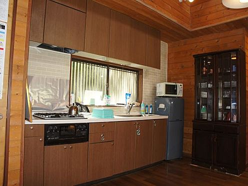 中古一戸建て-北佐久郡軽井沢町大字長倉 殺風景になりがちなキッチンの壁にもこだわりが。煉瓦風になっていて、暖かみを感じます。
