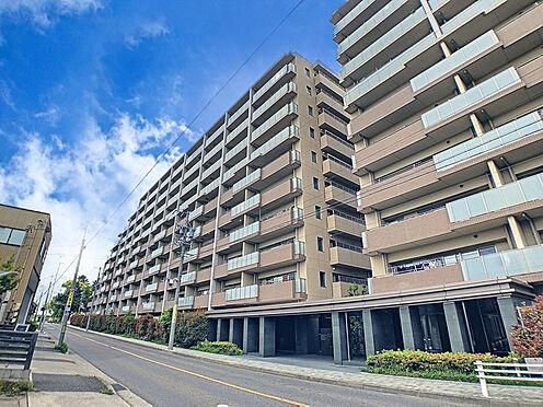 区分マンション-名古屋市西区稲生町字杁先 外壁が周囲の街並みと青空に生えるお洒落な仕上がり!周囲には高い建物のないエリア。青い空が大きく感じますね。