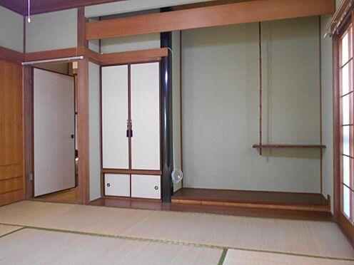 アパート-呉市汐見町 仏間&床の間のある本格的な1階和室8帖です。