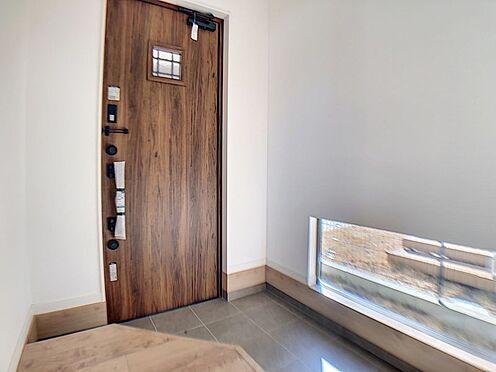 新築一戸建て-名古屋市守山区小幡北 木目を基調とした温かみのある室内。
