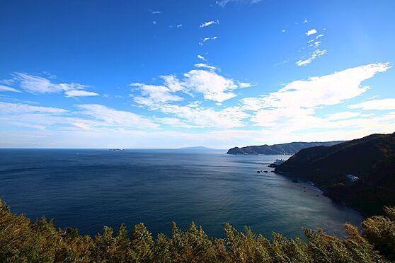 リゾートマンション-熱海市熱海 バルコニーより真正面の景色です。ご覧の通り、天気の良い日は初島や大島まで眺めます。