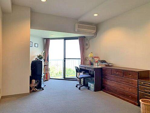 中古マンション-伊東市川奈 〔洋室〕約9.6帖の洋室です。綺麗に手入れされています。