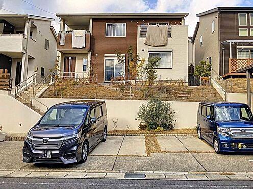 戸建賃貸-岡崎市桑原町字緑陽台 駐車は並列三台可能なので、お車をたくさんお持ちの方でも安心ですね♪