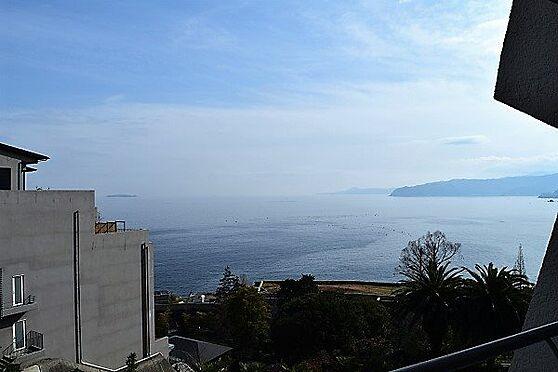 リゾートマンション-熱海市伊豆山 バルコニーからの眺望です。相模湾、伊豆の山並みを望みます。