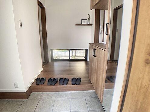 戸建賃貸-西尾市吉良町木田祐言 玄関収納もあり、スッキリ綺麗な玄関を保てます。