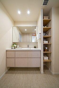中古マンション-港区三田1丁目 三面鏡付洗面化粧台