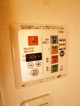 中古マンション-八王子市松木 バスルームには浴室換気乾燥機付きです。雨の日に洗濯物も乾かすことができます!
